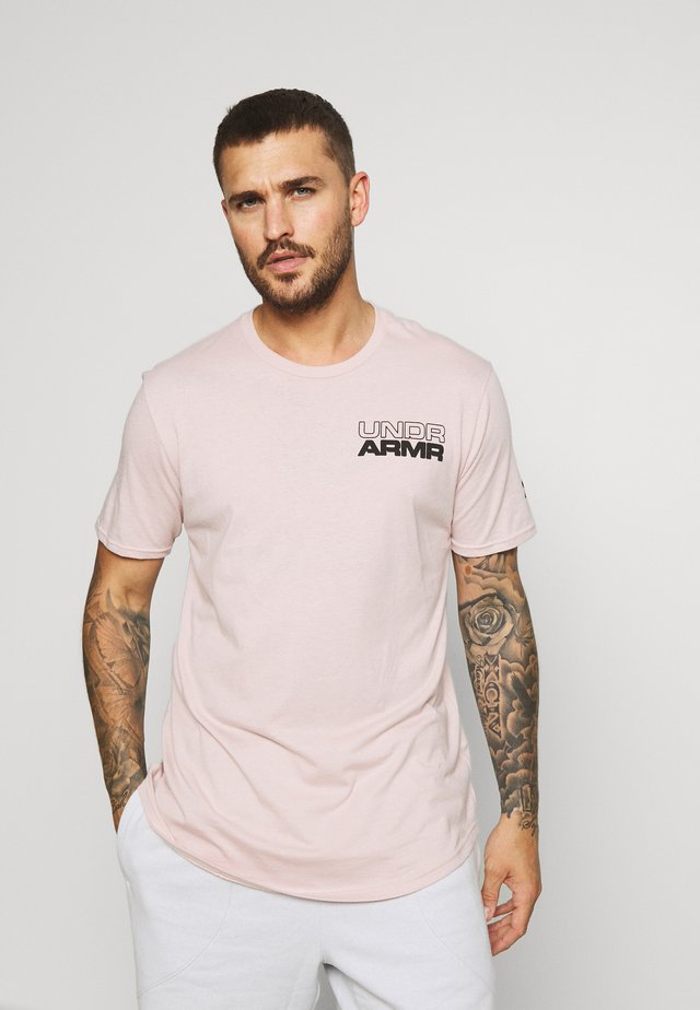 BASELINE PHOTOREAL GRAPHIC TEE - T-shirt con stampa - dash pink/black