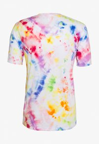 Under Armour - PRIDE TIE DYE - T-shirt imprimé - white - 1