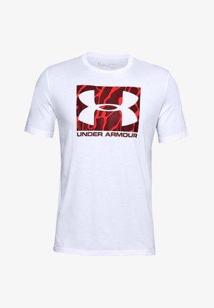 UA CAMO BOXED LOGO SS - T-shirt print - white