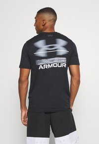 Under Armour - BLURRY LOGO WORDMARK  - Camiseta estampada - black/mod gray - 2