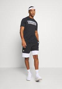 Under Armour - BLURRY LOGO WORDMARK  - Camiseta estampada - black/mod gray - 1