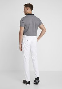 Under Armour - TAKEOVER GOLF PANT TAPER - Chinot - white - 2