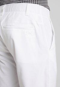 Under Armour - TAKEOVER GOLF PANT TAPER - Chinot - white - 5