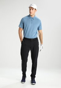 Under Armour - TAKEOVER GOLF PANT TAPER - Chino - black - 1