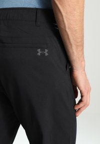 Under Armour - TAKEOVER GOLF PANT TAPER - Chino - black - 4