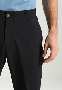 Under Armour - TAKEOVER GOLF PANT TAPER - Chino - black - 3