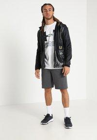 Under Armour - SPORTSTYLE COTTON LOGO SHORTS - Sports shorts - charcoal medium heather/white - 1