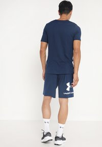 Under Armour - SPORTSTYLE COTTON LOGO SHORTS - Pantaloncini sportivi - academy/white - 2