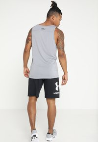 Under Armour - SPORTSTYLE COTTON LOGO SHORTS - kurze Sporthose - black/white - 2