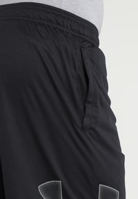 Under Armour - TECH GRAPHIC SHORT - Pantalón corto de deporte - black/graphite - 3