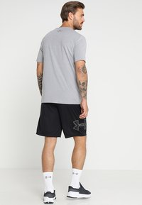 Under Armour - TECH GRAPHIC SHORT - Pantalón corto de deporte - black/graphite - 2