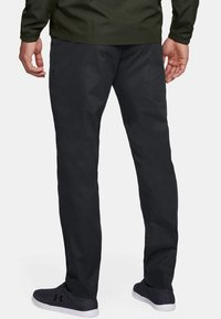 Under Armour - SHOWDOWN CHINO TAPER PANT - Kalhoty - black - 1
