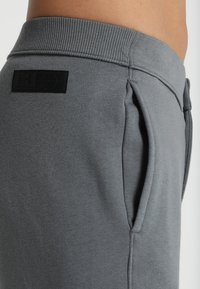 Under Armour - ACCELERATE OFF PITCH PANT - Træningsbukser - pitch gray/black/mod gray - 5