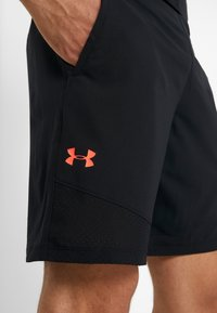 Under Armour - VANISH - Urheilushortsit - black/beta red - 5