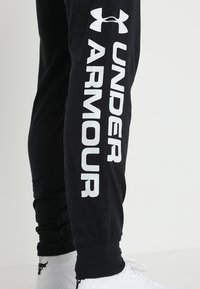 Under Armour - SPORTSTYLE GRAPHIC  - Träningsbyxor - black - 5