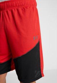 Under Armour - BASELINE SHORT - Korte broeken - red/black/pitch gray - 4
