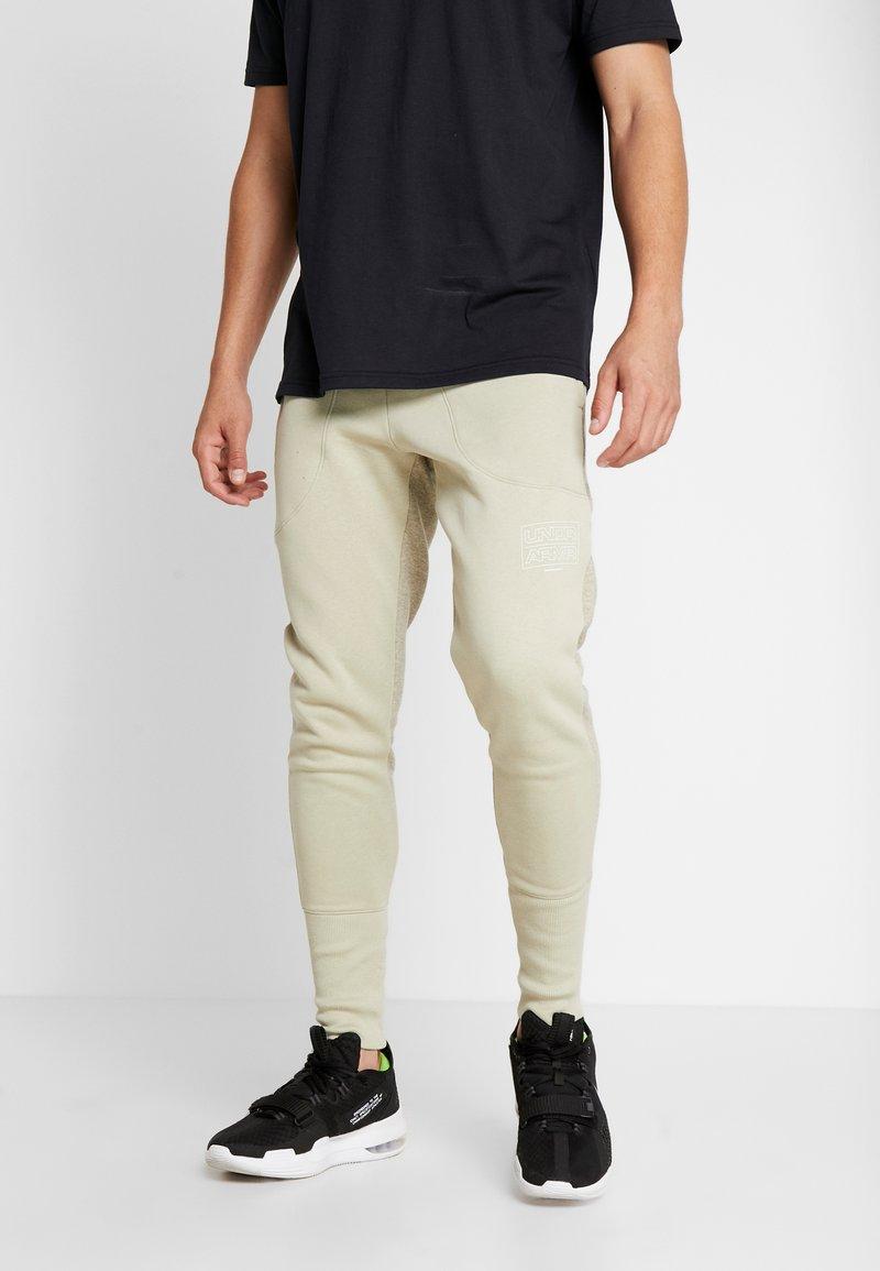 Under Armour - BASELINE JOGGER - Spodnie treningowe - range khaki/onyx white