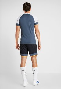 Under Armour - CHALLENGER SHORT - Sports shorts - black /wire/halo gray - 2