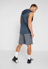 Under Armour - SPORTSTYLE WORDMARK LOGO - Sports shorts - pitch gray/black - 2