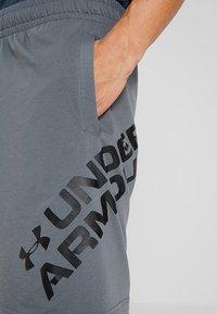 Under Armour - SPORTSTYLE WORDMARK LOGO - Sports shorts - pitch gray/black - 4