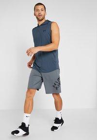 Under Armour - SPORTSTYLE WORDMARK LOGO - Sports shorts - pitch gray/black - 1