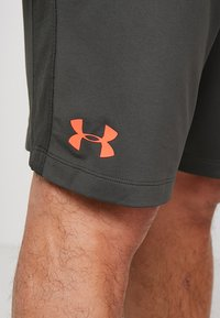 Under Armour - WORDMARK - Pantaloncini sportivi - baroque green/beta red - 5