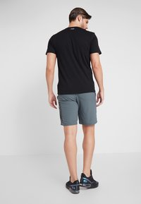Under Armour - VANISH SHORT NOVELTY - Pantaloncini sportivi - pitch gray/black - 2