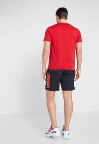 Under Armour - VANISH SHORT NOVELTY - Sports shorts - black/beta red - 2