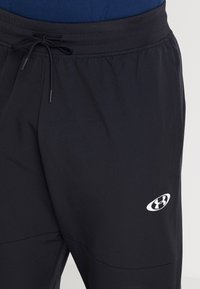 Under Armour - UNSTOPPABLE TEARAWAY PANT - Träningsbyxor - black/white - 5