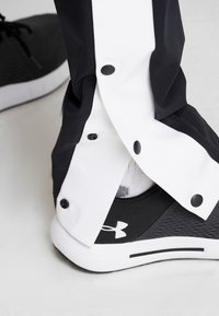 Under Armour - UNSTOPPABLE TEARAWAY PANT - Träningsbyxor - black/white - 3