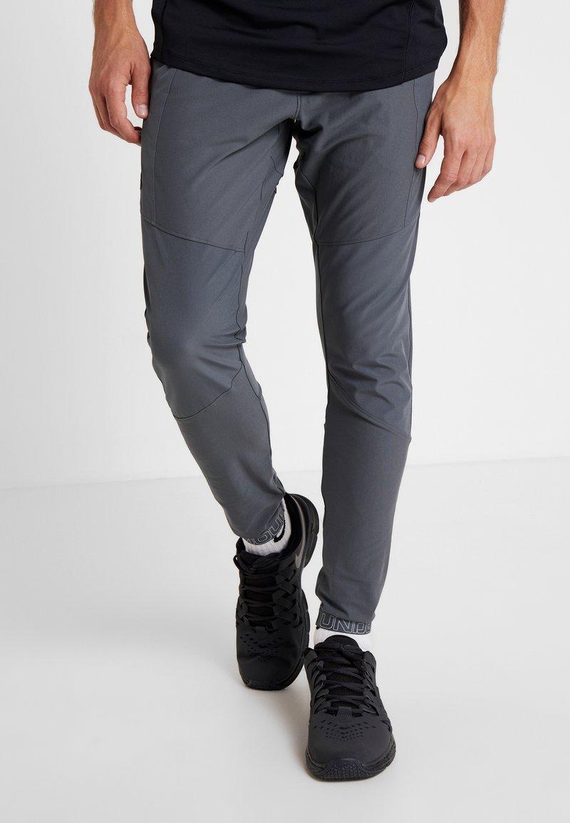 Under Armour - VANISH HYBRID PANT - Pantalon de survêtement - pitch gray/black