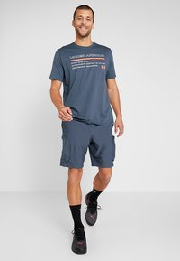 Under Armour - UNSTOPPABLE  - Outdoor shorts - wire/black - 1
