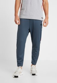 Under Armour - UNSTOPPABLE TRACK PANT - Träningsbyxor - wire/black - 0