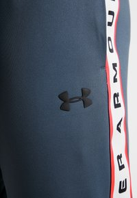 Under Armour - UNSTOPPABLE TRACK PANT - Tracksuit bottoms - wire/black - 5
