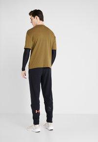 Under Armour - POLAR PANT - Teplákové kalhoty - black - 2