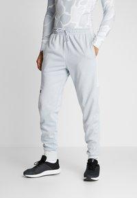 Under Armour - DOUBLE - Teplákové kalhoty - halo gray/black - 0