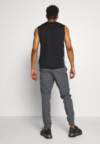 Under Armour - PROJECT ROCK UTILITY PANT - Pantalones deportivos - pitch gray - 2