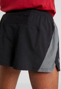 Under Armour - LAUNCH SPLIT SHORT - Pantalón corto de deporte - black/pitch gray - 3