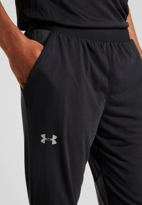 Under Armour - STREAKER SHIFT PANT - Verryttelyhousut - black - 6
