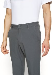 Under Armour - TECH PANT - Bukser - pitch gray - 4