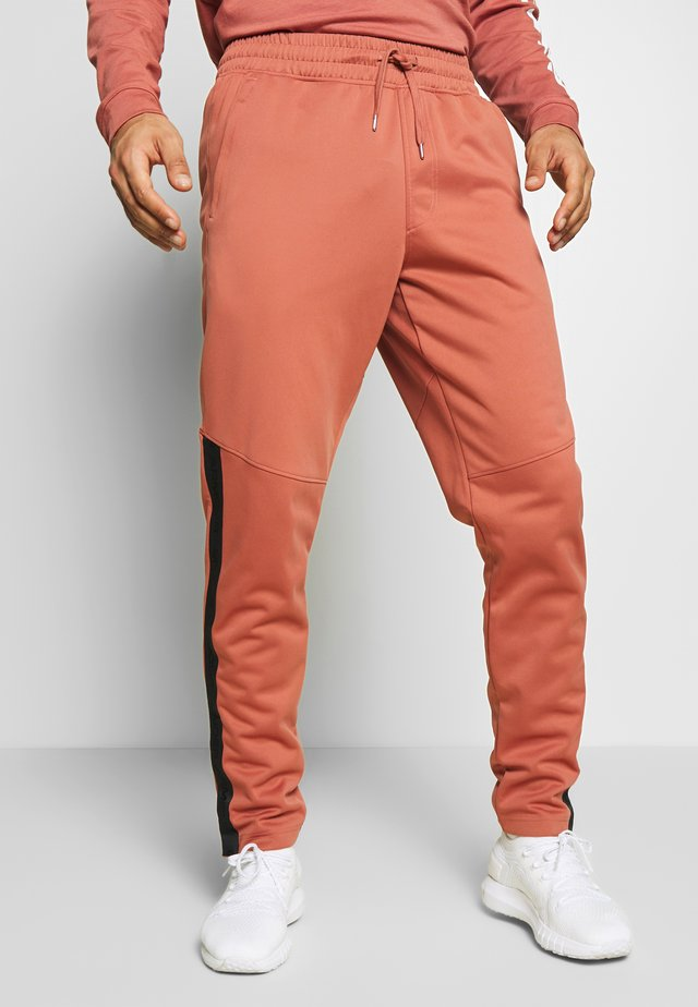 ATHLETE RECOVERY WARM UP BOTTOM - Pantalon de survêtement - cedar brown/metallic silver