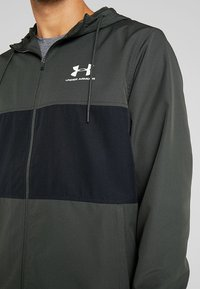 Under Armour - SPORTSTYLE WIND JACKET - Träningsjacka - baroque green - 5