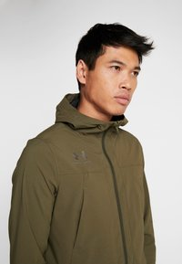 Under Armour - ACCELERATE TERRACE JACKET - Trainingsvest - guardian green/black - 3