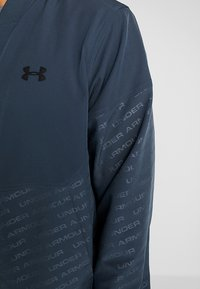 Under Armour - UNSTOPPABLE EMBOSS BOMBER - Training jacket - wire/black - 3