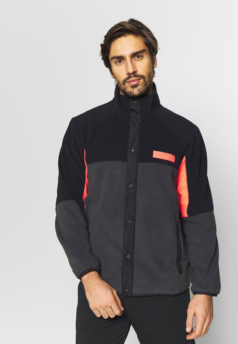 Under Armour - REVERSIBLE SNAP JACKET - Fleece jacket - jet grey/black