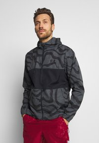 Under Armour - SPORTSTYLE WIND PRINTED HOODED JACKET - Trainingsvest - pitch grey/black - 0