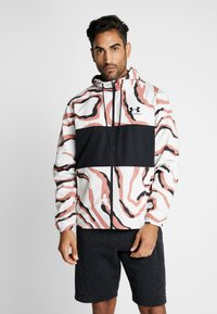 Under Armour - SPORTSTYLE WIND PRINTED HOODED JACKET - Träningsjacka - cedar brown/black - 0