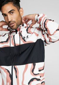 Under Armour - SPORTSTYLE WIND PRINTED HOODED JACKET - Träningsjacka - cedar brown/black - 4