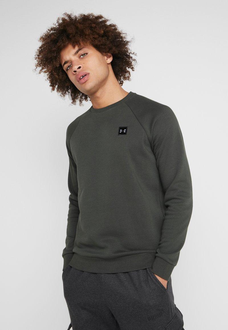 Under Armour - RIVAL CREW - Sweatshirts - baroque green/black