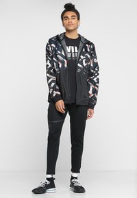 Under Armour - UNSTOPPABLE WINDBREAKER - Treningsjakke - black - 1